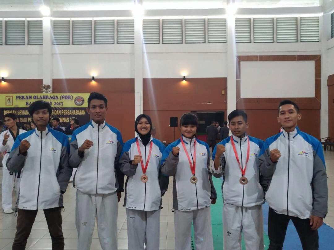 Atlet taekwondo amikon meraih medali di kejuaraan POR BAPOMI DIY 2017