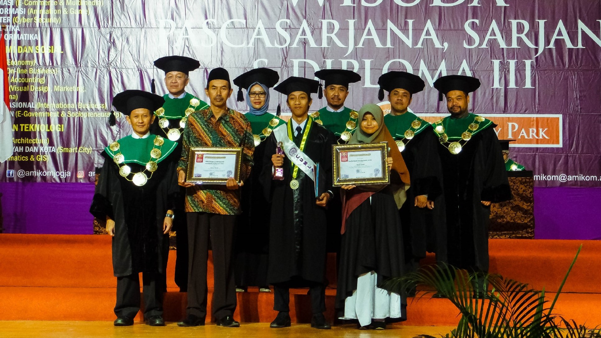 Mahasiwa BIDIKMISI Jadi Wisudawan Best of The Best Amikom