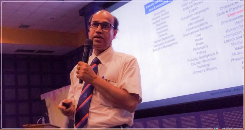 Professor of Macquarie University giving lecture In AMIKOM University