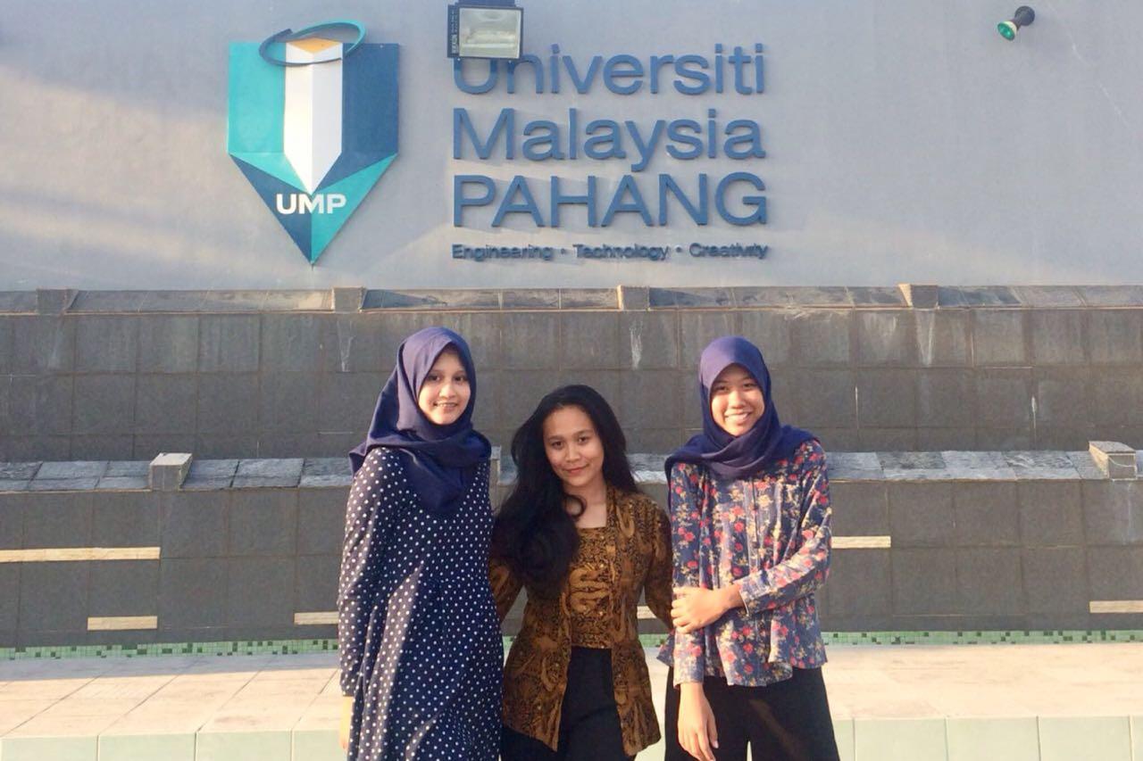 Three students from the International Program of AMIKOM University joined the student exchange program at University Malaysia Pahang (UMP)