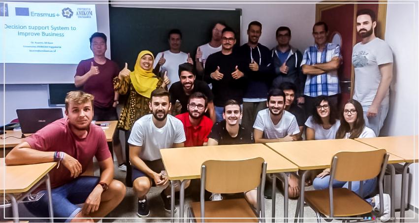 2 Dosen Amikom menjadi dosen Tamu di Universitas Murcia Spanyol