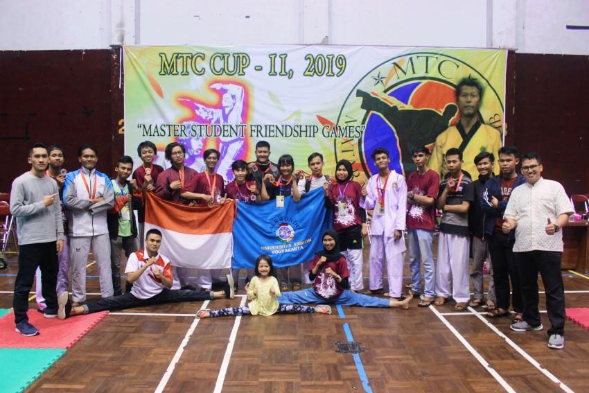 Taekwondo Universitas Amikom Yogyakarta meraih 14 medali pada kejuaraan MTC CUP 2019