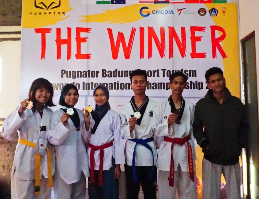 UKM Taekwondo Amikom meraih   5 medali dalam event kejuaraan Internasional Pugnator Badung Sport Week Open International Championship 2019